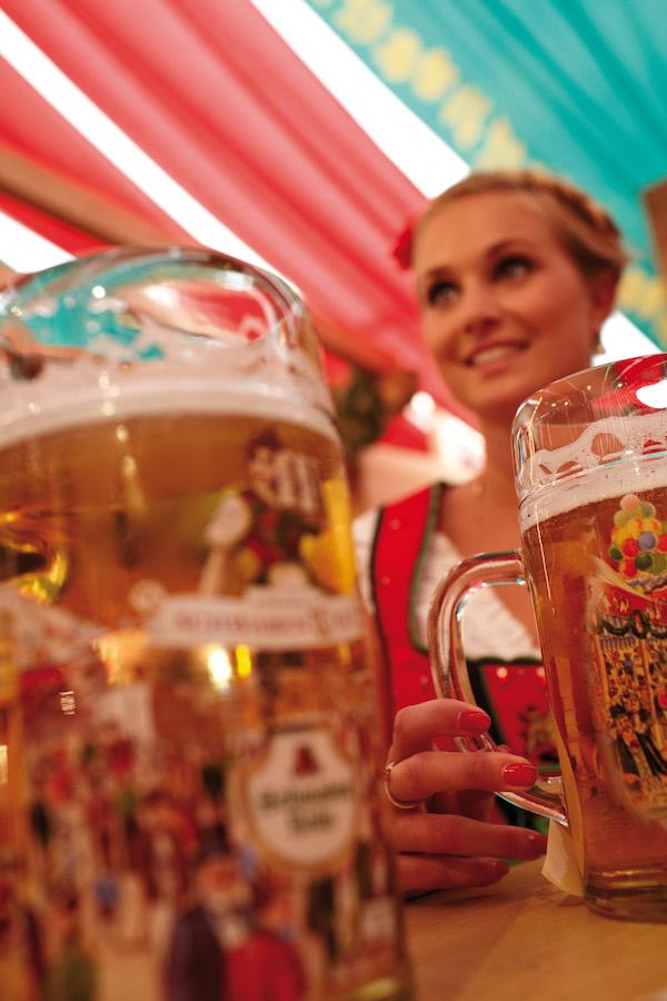 17-stuttgart_beer_festival-tent