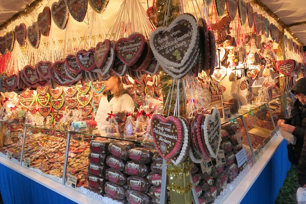 lebkuchen-hearts-at-the-nuremberg-christmas-market
